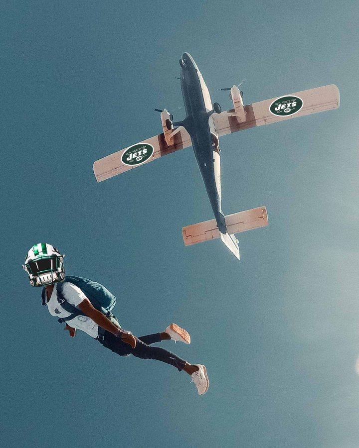 jamal adams jet